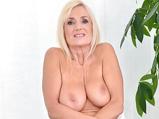 Grannies Anilos Big Natural Tits vid: 58yo cougar granny