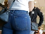 Teen Pawg in Jeans Candid (Restaurant)