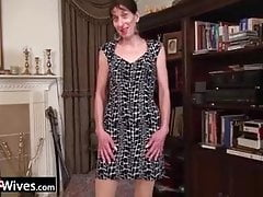 USAWive schlanker reifer Penny Jones Solo Masturbation
