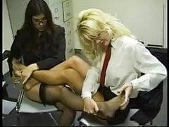 Massage de pieds lesbiennes
