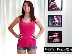 Teenager rossa Macy Monroe pestate e sfregiata in casting