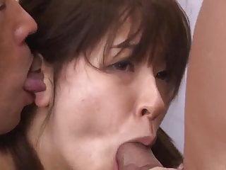 Buruma Aoi在69avs com獲得了更多的雞巴