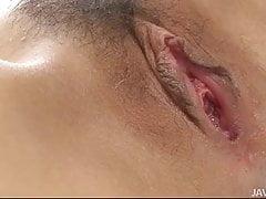 Le tette di Kana Mimura oscillano e ondeggiano mentre viene picchiata da 2