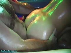groupsex extrême huilé orgie
