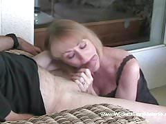 Fellatio von einem sexy Amateur GILF