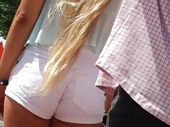 PAWG Candid Blonde Teen Weiße Sommer Shorts Göttin