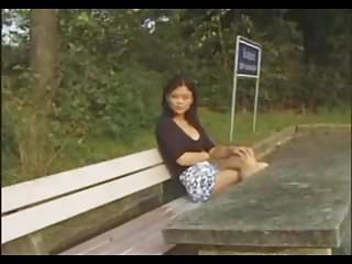 Amateur Asian Outdoor video: Fucking In The Park