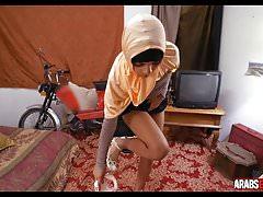 Amatorska arabska dziewczyna pieprzy się za pieniądze