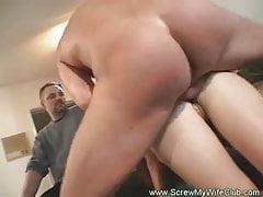 Swinger-Frau liebt seltsamen Sex