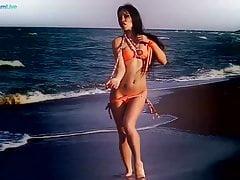 Mia Diamond erotická a smyslná masturbace na pláži