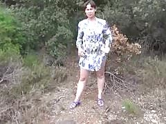 Amateur wife country pee