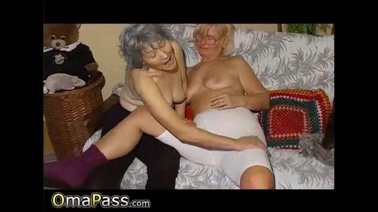 Секс видео девушки учатся дрочить член