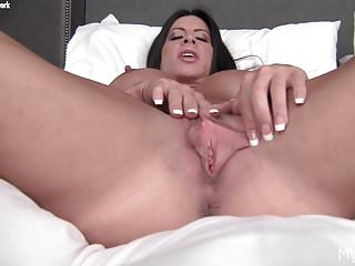 Big Tits Big Clit Pussy Lips video: Nude Female Bodybuilder Plays With Her Big Clit & Pussy Lips