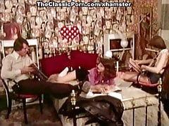 Horní klasická pornohvězda v klasickém pornofilmu