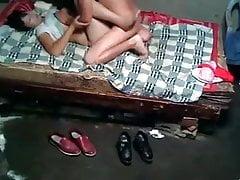 Skutečná asijská prostitutka se stará o zákazníka