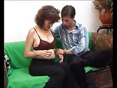 mamma pelosa fa sesso con il figlio del vicino