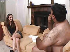 Dünnes Mädchen wird von einem dicken Kerl gefickt