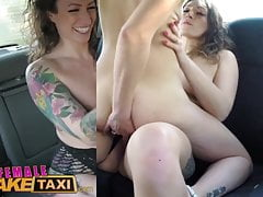 Female Fake Taxi Horny minx ha un sesso bollente in taxi con bisexua