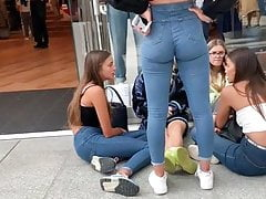 Young Chicks In Jeans