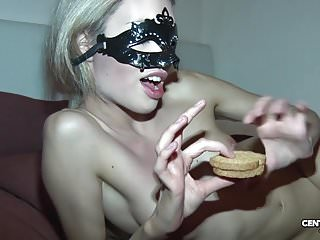 Veronica Le Bon mangia biscotto alla sborra Merende golose
