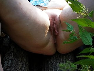 Spread your legs nettles on the labia in...