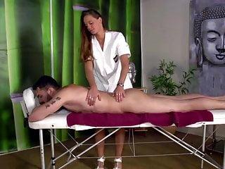 Jessy, Massage mit gluecklichem Ende….