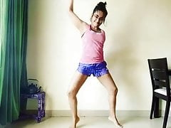 Indian Actress Apporva Arora Sexy Dancing On Punjabi Song !