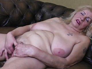 Molto vecchia nonna Oma GILF con grandi tette cadenti