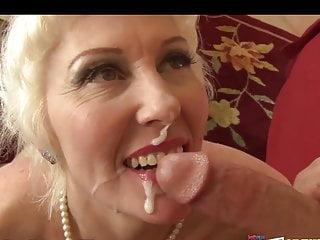 मल्लू कुक्कड़ पति को उसकी गांड चाटते हुए देखकर आनंद आता है