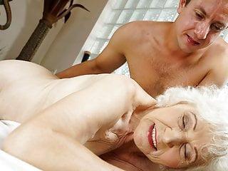 Den gamla kvinnan och massören