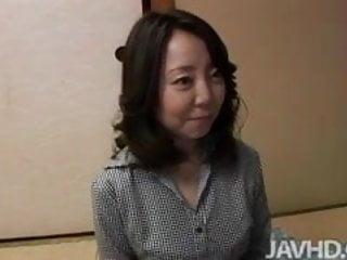 日本媽媽搞砸通過年輕的傢伙