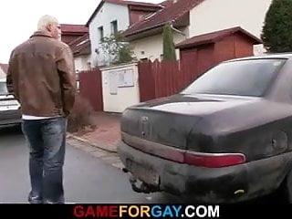 Muscle blonde hunk seduces car master...