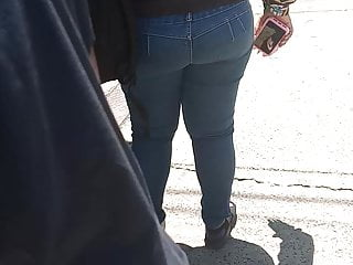 Stop) Little jeans(Bus black in booty Tight