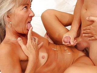 Il giovane seduce la milf sexy