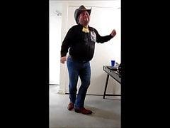 Dancing to La Cerveza