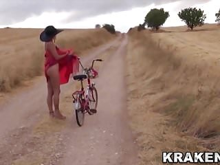 Voyeur video provocative ass...