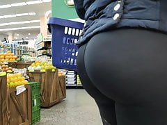 Hot ass in leggings at the market, tight spandex