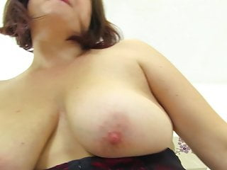 Amateur mother feeding her pussy...