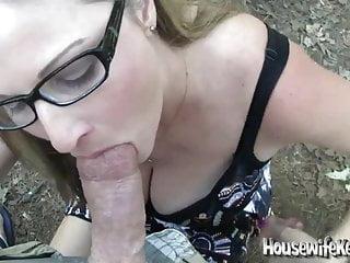 Sexy moglie amatoriale fa un pompino POV all aperto ottiene un disordinato