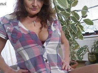 Nonna dal seno grande bagnata e selvaggia
