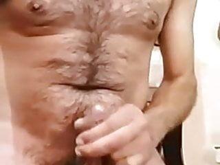 Macho argentino peludo mostrando verga