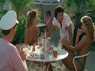 filles sexy On se calme et on boit frais a St Trop