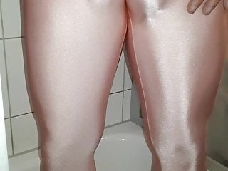 pee and cleaning Lycra leggings   To cum