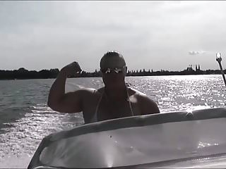 anna konda female muscle boat cruisePorn Videos