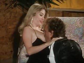 Moana Pozzi e Joey Silvera in Folle desiderio anale 1991