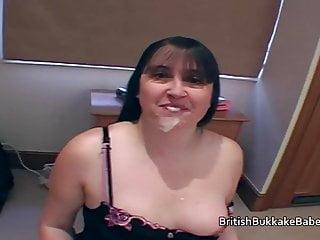 Casalinghe che prendono colpi di sperma in bocca