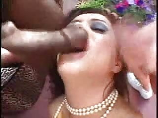 Francesca Le blows three cocks for facial
