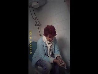 Granny wc und voyeur