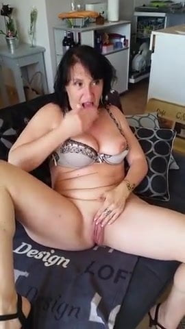 French Amateur Loves Anal