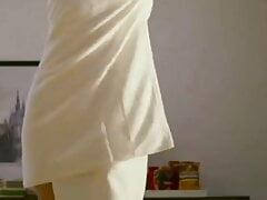 Bhabi ka sexy towal dance